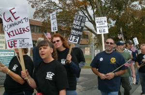 Union members protest GE Ford Edward