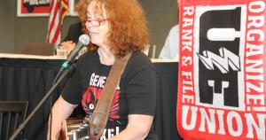 Anne Feeney singing at UE Convention